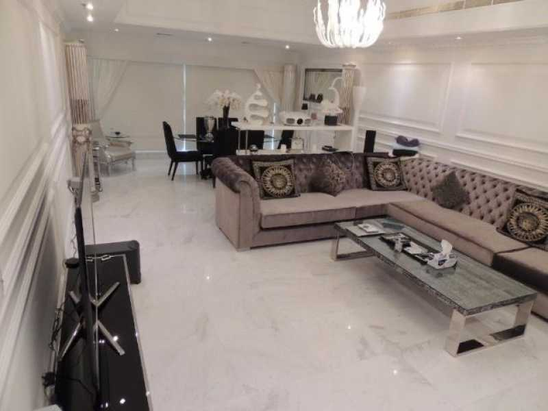 Emirates Crown – Living Room