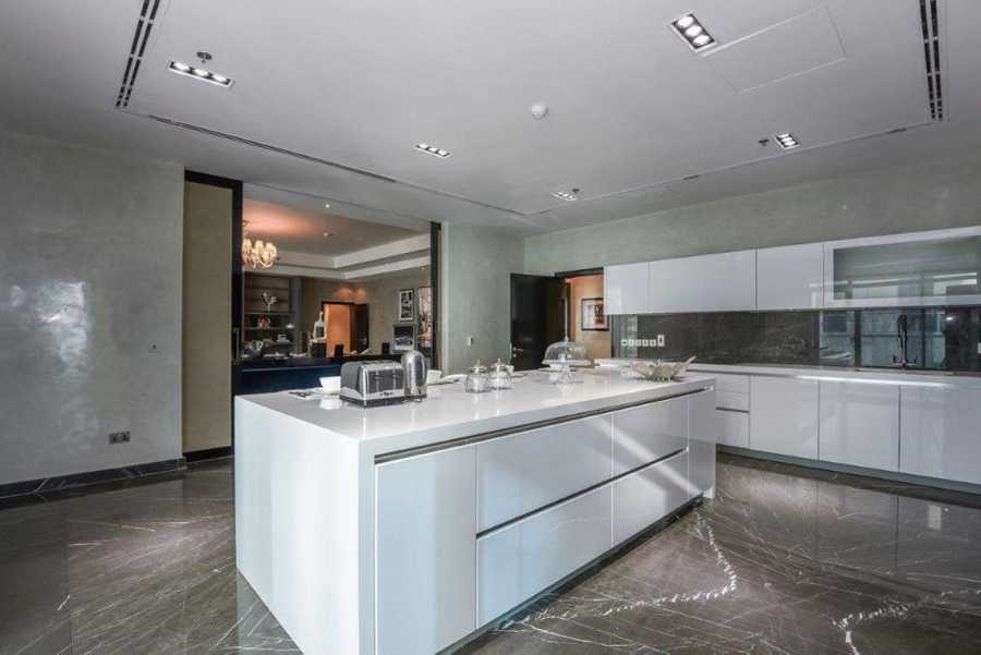 Emirates Crown – Kitchen